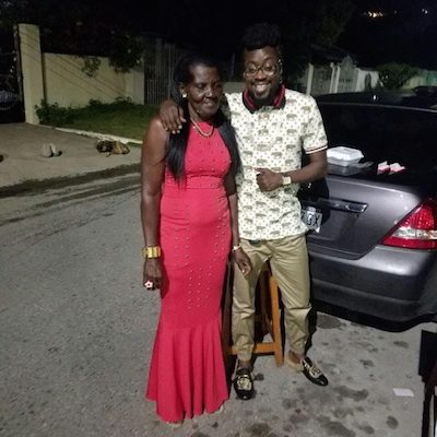 Beenie Man faints at his mom's funeral
